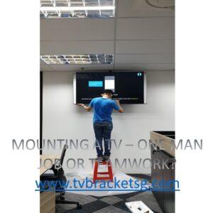 MOUNTING A TV – ONE MAN JOB OR TEAMWORK